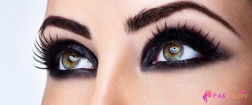 Siyah Dumanlı Göz Makyajı